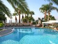 Mediterranean Beach Hotel : Lagoon pool bar